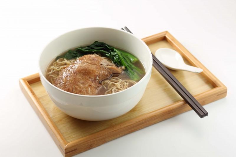 藥材扣雞茶湯麺